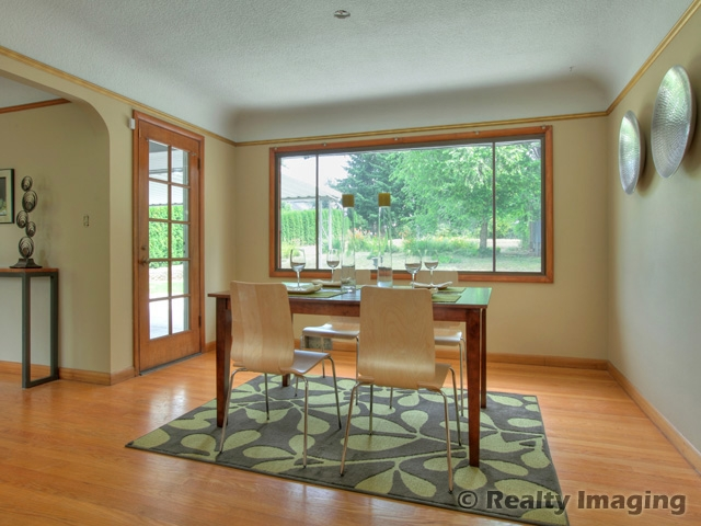 dining_room_staged